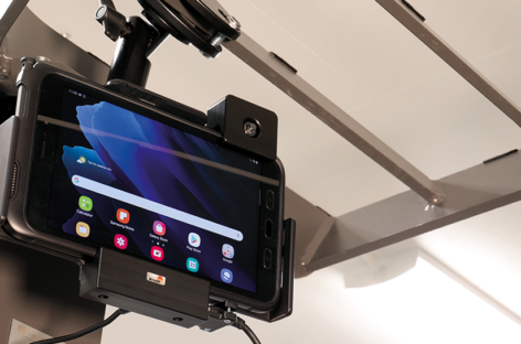 This tablet holder supports it always and everywhere!